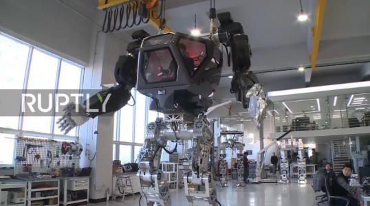 【高清视频】韩国-世界上第一个巨型载人机器人-由Ubuntu驱动